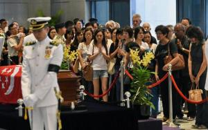 Crowds paying their final respects to the late Lee Kuan Yew