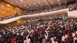I took time out from my busy schedule to attend NTU's memorial service. Here, the 2,500 strong crowd observed a minute of silence as a gesture of respect to Mr Lee.