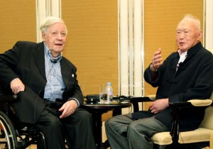 Helmut Schmidt and Mr Lee at the Shangri-La Hotel in 2012 (Photo Credits: Straits Times)