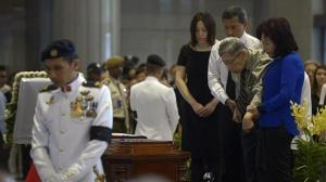 Mr Chiam paying his last respects to the late Mr Lee Kuan Yew at the Parliament House - ST PHOTO