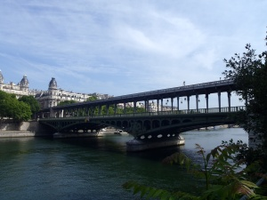 The pont de Bir-Hakeim, where the Bridge of Mirrors scene from Inception was filmed